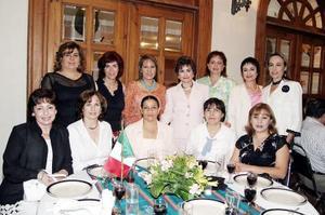Laura de Jiménez, Carmen de Hermosillo, Gloria López, Cecilia Ramírez, Alejandra Triana, María Muñoz, Ana Cárdenas, Nono Derbez, Cecilia Pérez, Mariví Murra y Mavis Rdz.