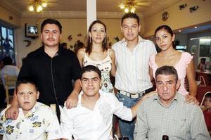 Mario Silva Arias, Cuauhtémoc Silva, Laura Silva, Jacobo Silva, Mario Silva Solís, Kenia García y Jonathan Silva, en pasado festejo social.