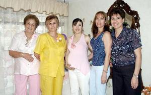 Carmen de Saad, Socorro de Hermosillo, Sonia de Saad, Nena Medina, Bety Saad y Graciela de Palacios le ofrecieron una fiesta de canastilla a Irma de Sánchez.