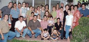 Integrantes de la familia Del Río, en pasado festejo social.