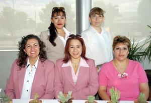 Lupita Rosales, Olga Martínez, Alejandra Barragán, Jeny Salcedo y Silvia de Vara festejaron el Día de la Secretaria en un ameno convivio.
