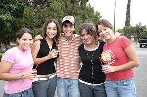 Ana Cris, Pau, Andy, Carolina y Mariana.