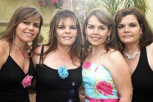 <b>25 de julio 2005</b><p>  La novia con sus hermanas Silvia, Rosy y Yolanda Padilla Velasco.