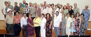 Ex alumnos de la décima Generación de la Facultad de Odontología, se reunieron para conmemorar el trigésimo aniversario de su graduación.