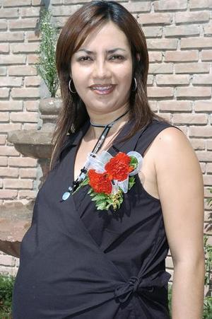 Úrsula Gálvez de Ruiz, durante la fiesta de canastilla que le ofrecieron.