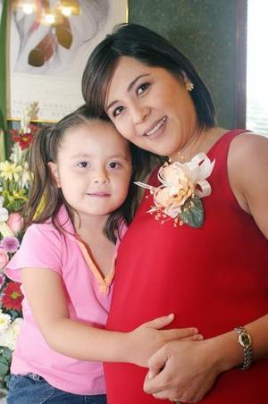 Martha Alicia Monárrez de Castilla disfrutó de una fiesta de canastilla por el bebé que espera, acompañada de su pequeña hija Luisa Sofía Castilla Monárrez.