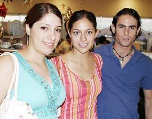 Ana Laura Viesca, Gaby Viesca y Antonio Villegas.