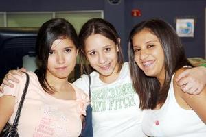 Kristy Arroyo, Ana Reza y Gaby Reza.