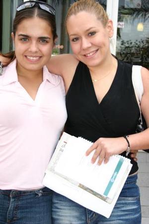 Daniela Díaz Flores y Alejandra Santibañez.