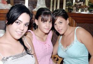 Lesli Ramírez, Marcela y Lolina Izaguirre.
