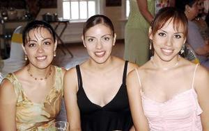 Lourdes, Bárbara y Estefania de la Torre.
