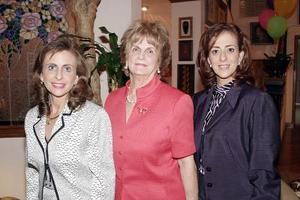 Katia, Hilda y Linda Zarzar.