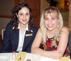 Lizeth Baltiérrez y Olivia Quezada.