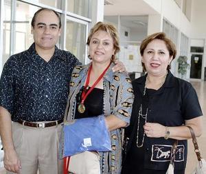 Juan Carlos Hernández, Gloria Luz Meléndez y Lupita Ramos.