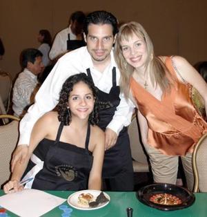 <b>26 de julio 2005</b><p>  Toño y Fabiola Fahur, acompañados por Cristina Martínez de Pérez.