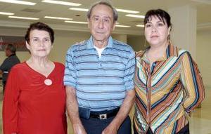 <b>27 de julio 2005</b><p> Martha Guzmán y Francisco Huerta viajaron a Canadá y fueron despedidos por Beatriz Huerta.
