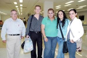 Karen, Zelaida, Marcela, Alan y Francisco viajaron con destino a Tijuana.