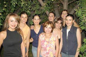 Mónica con sus amigas Margarita González Treviño de Castellanos, Vero Nava, Graciela Villalobos, Luly Guzmán, Vanessa Delgadillo, Oly S. de Mireles y Catalina Sagüi de Gómez.