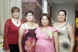 Araceli Colchado de Narváez fue festejada por el próximo nacimiento del bebé que espera, con una reunión que le organizaron María Esther, María Isabel y Tere Narváez.