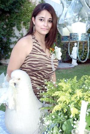 <b>28 de julio 2005</b><p> Tessy Rodarte Peña, en la despedida que le ofrecieron con motivo de su próxima boda.