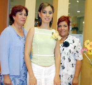 <b>29 de julio 2005</b><p> Rosa Margarita Lucero de Fernández y María Auxilio Sifuentes de Esquivel le ofrecieron una despedida de soltera a Diana Fernández Lucero, con motivo de su cercano enlace mtrimonial.