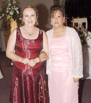 Judy Danjoux y Suraya Macías, mamás de los novios.