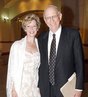 <b>27 de julio 2005</b><p>  El rabino Rubbi Steven acompañado de Fran Saltzman.
