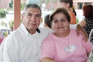 <b>28 de julio 2005</b><p> Alejandro Arellano y Perla de Arrellano.