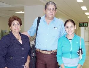 <b>30 de julio 2005</b><p> Ernesto Martínez viajó a México y fue despedido por Rosa Velia de Martínez y Rosa Cortines.