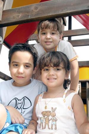 Fátima, Karla y Sebastián.