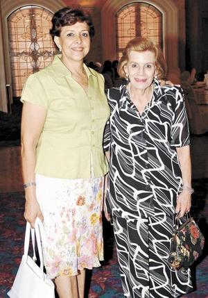 <b>30 de julio 2005</b><p> Olivia Marcos Marcos y Loretta Marcos de Casán.