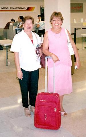 Profra. Gloria Aguilera Rodríguez y Profra. Carmina Chávez Subicoa partieron de vacaciones a Europa.