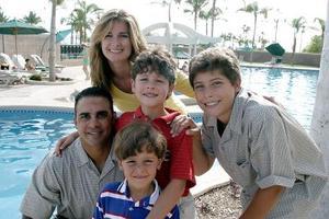 Jacob D. Nieves en su fiesta de cumpleaños acompañado por sus papás, Melvin Nieves y Wendy Nieves y sus hermanos Alex y Patrick.