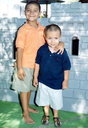 Jesús Francisco y Felipe Eduardo Martínez Olvera cuimplieron años y por ello les organizaron una divertida fiesta.