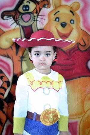 Stefy Rivera Tabares captada el día de la piñata que le organizaron sus papás por sus tres años de vida