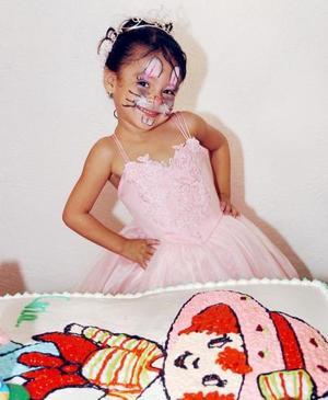 Karla Imelda Sandoval Flores cumplió tres años de vida, y por ello fue festejada con un alegre convivio.