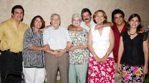 El señor Pascual Hernández celebró su 80 aniversario de vida, con una amaena fiesta que le ofrecieron sus hijos Juan, Pascual, Jorge, Luz María. María del Carmen y Gloria..