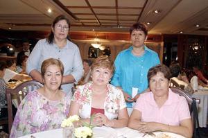Con una agradable reunión, festejaron a María de Jesús Navarro Curiel con motivo de su cumpleaños, sus amigas Martha Elena Nájera, Basiliza Rocha, Sofía Altamira y Carmelita Méndez