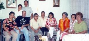 Nicolás y Mary Hernández, Hugo y Emma Aguilera, Claudia Arreola, Miguel y Rosario Franco, Irma Escobedo, Carmen de Arreola y Mague Gidi.
