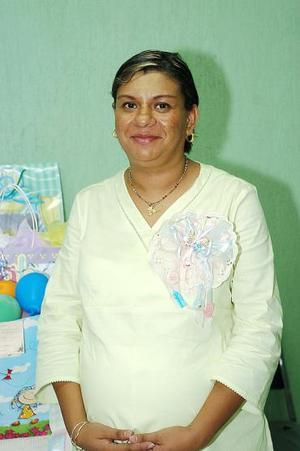 Patricia Alvarado de López espera el nacimiento de su segundo bebé, y por ello  recibió lindos obsequios en la fiesta de canastilla que le organizaron.