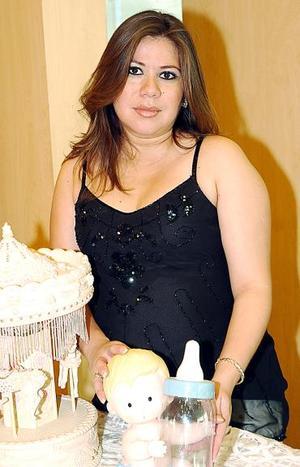 <b>31 de julio 2005</b><p>  Con Motivo del cercano nacimiento de su primer bebé, Liliana Martínez de Contreras disfrutó de una fiesta de canastilla, en la cual recibió lindos obsequios
