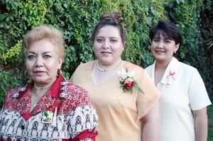 Graciela de Carrillo y Guadalupe Duarte le ofrecieron una despedida de soltera a Patricia Fuantos Ruelas por su próximo matrimonio.