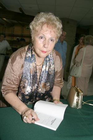 Dolores Díaz Rivera presentó su Atardecer Brillante