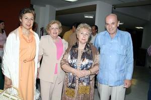 Pilar López, Martha Medellín de Rodríguez, Dolores Díaz Rivera y Adolfo Rodríguez.