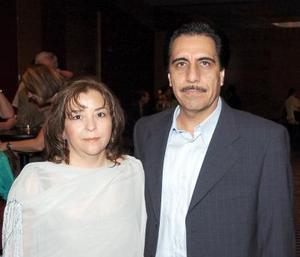 Antonio Hernández y Martha de Hernández.