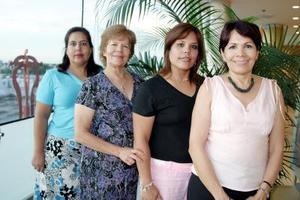 Rosa Martha de Cruz celebró su cumpleaños con agradable reunión, acompañada por sus amigas, Alicia, Lupita y Alicia de Arratia.