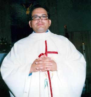 Pbro. Benjamín Rivera Rangel ofició su primera Eucaristía en la Parroquia del Inmaculado Corazón de María, pues el pasado 16 de julio recibió la ordenación sacerdotal.