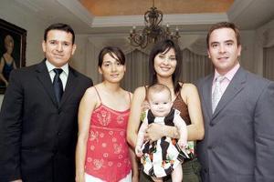 José Antonio García, Diana Ibarra, Liz Díaz de Leal y Carlos Leal Ancira con su hijita Regina Leal Díaz.