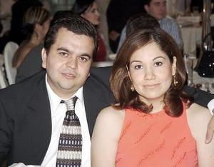 <b>02 de agosto 2005</b><p>  Roberto Pérez y Mayela de Pérez.