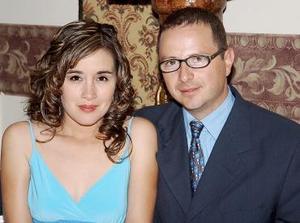 <b>01 de agosto 2005</b><p>  Silvia F. de Segura y Jorge Segura.